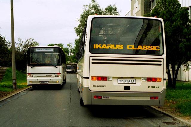 Az Ikarus 200-as sorozatra még a kilencvenes évek végén is nagy volt a kereslet. Ezért 1998-ban megtörtént a régóta halogatott ráncfelvarrás