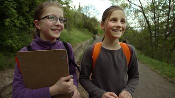 1600 gyerek akadálypályán matekozik a Gellért-hegyen, és élvezi