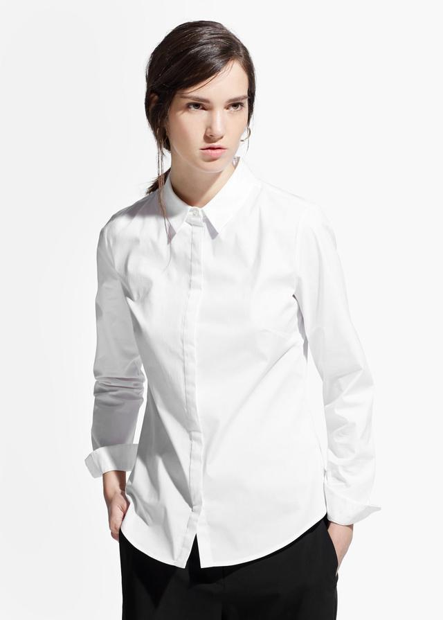 1ac6cddd9e A Mangóban 5995 forintról indulnak a fehér ingek.