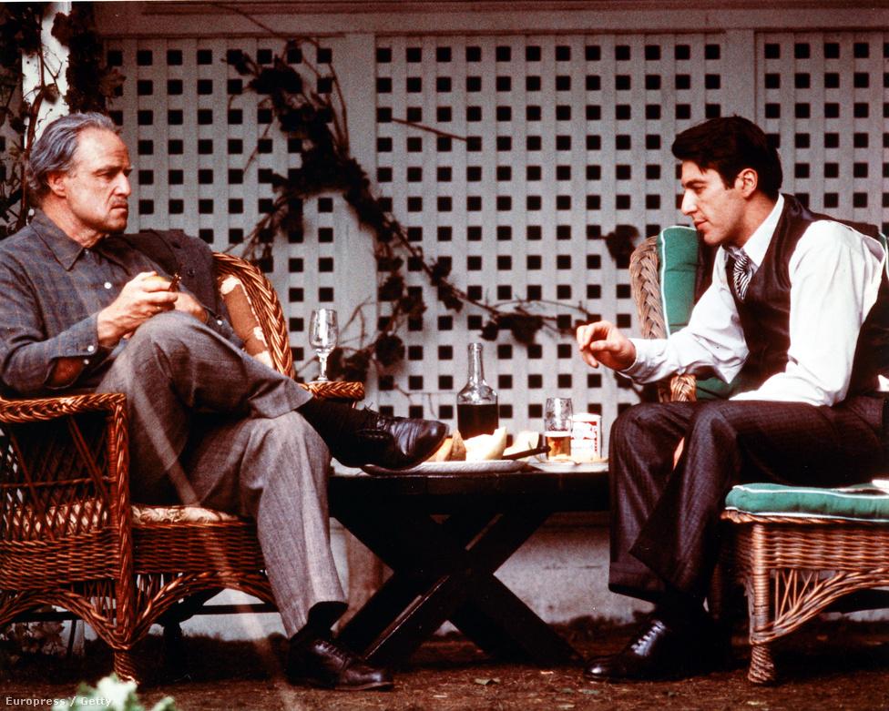 Al Pacino ma már ugyanolyan legendás mozimaffiózónak számít, mint A keresztapa-trilógia másik két nagyágyúja, Marlon Brando és Robert De Niro. Azt viszont valószínűleg csak a színész fanatikus rajongói tudják, hogy Michael Corleone szerepét a szerencsének és a Francis Ford Coppolának köszönhette: a Paramount stúdió ragaszkodott hozzá, hogy a maffiafőnök Vito Corleone fiát, Michaelt egy híres színész, Warren Beatty vagy Jack Nicholson alakítsa. A rendező viszont mindenképpen egy markáns arcú, ismeretlen színházi színészt akart, olasz gyökerekkel.