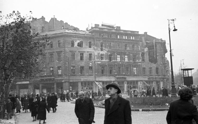 Az egykori Abbázia Kávéház romjai a második világháború után