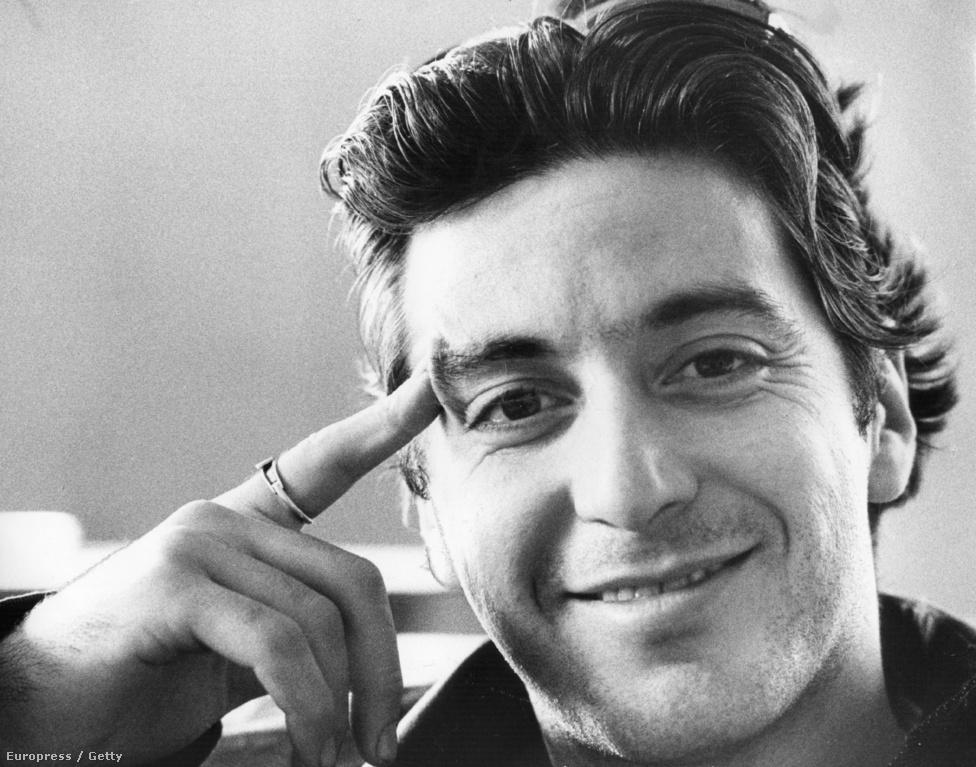 A 31 éves Al Pacino pont ilyen volt, de az első próbafelvételeken nem győzte meg a stúdió vezetőit, ki akarták rúgni. A harcias Coppola viszont addig nem volt hajlandó elkezdeni A keresztapa forgatást, amíg a Paramount nem szerződtette le Pacinót. Az élet persze a rendezőt igazolta: A keresztapa kritikai és kasszasiker lett, egy évvel később pedig 3 Oscar-díjat is nyert, bár Pacino itt még túl fiatal és ismeretlen volt ahhoz, hogy aranyszobrot nyerjen mellékszereplőként.