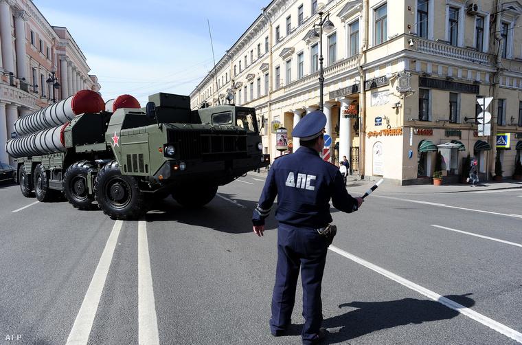 Sz-300-as légvédelmi rakétarendszer Szentpétervár belvárosában