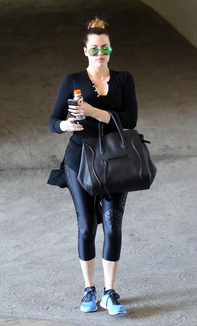 Khloe Kardashian edzésre ment a tapadós leggingsben, de hamarosan az utcán is csak ilyen szetteket látunk majd - legalábbis a Gap szerint.