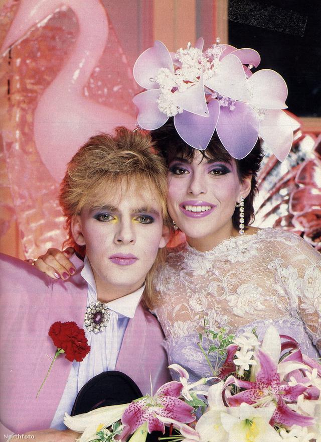 A Duran Duranból ismert Nick Rhodes levendulaszínű lagziját 1984 augusztusában tartották. A zenész Julie Anne Friedmant vette el.