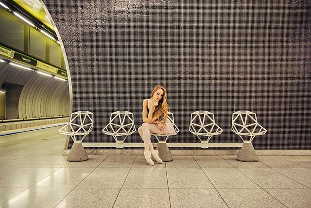 A meglepő módon jól sikerült négyes metró és Noémi a Magyar Táncművészeti Főiskola hallgatója.