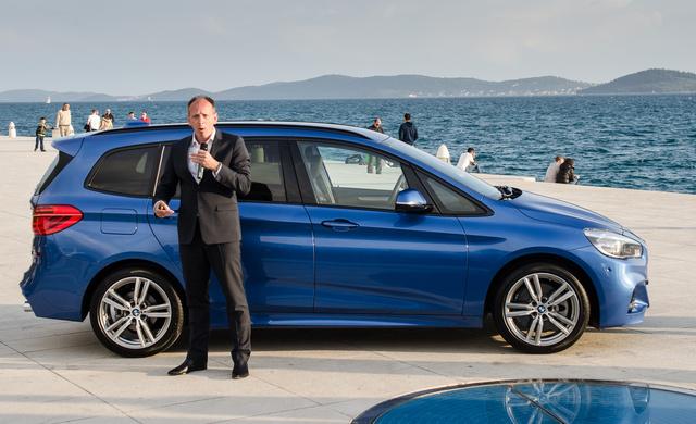 Senkinek ne legyenek kétségei, a BMW-s kolléga egy faék formatervi erényeiről is képes volna fél órában prezentálni