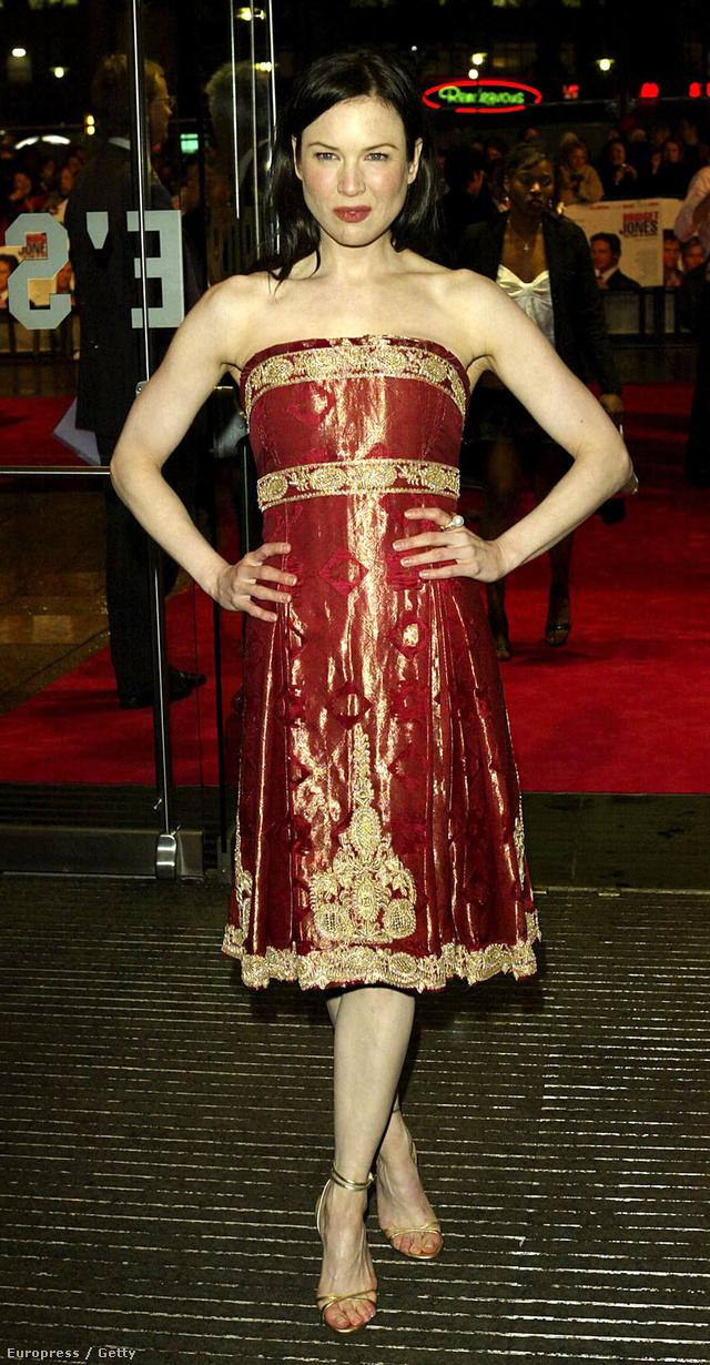 Íme Renee Zellweger 2004-ben a Bridget Jones: Mindjárt megőrülök premierjén. Ez az este hozta el a sikert a Marchesa számára.