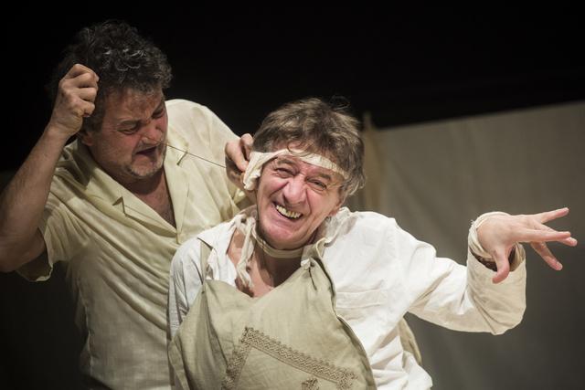 """Cervantes Don Quijote regényéből Parti Nagy Lajos átiratának felhasználásával                         """" DoN kiHÓtE – színi darabok egy regényből"""" címmel mutatott be színdarabot Rába Roland rendezésében a BME Szkéné színház."""