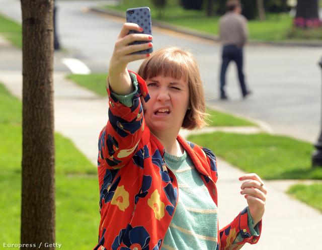 Lena Dunham a Csajok forgatásán