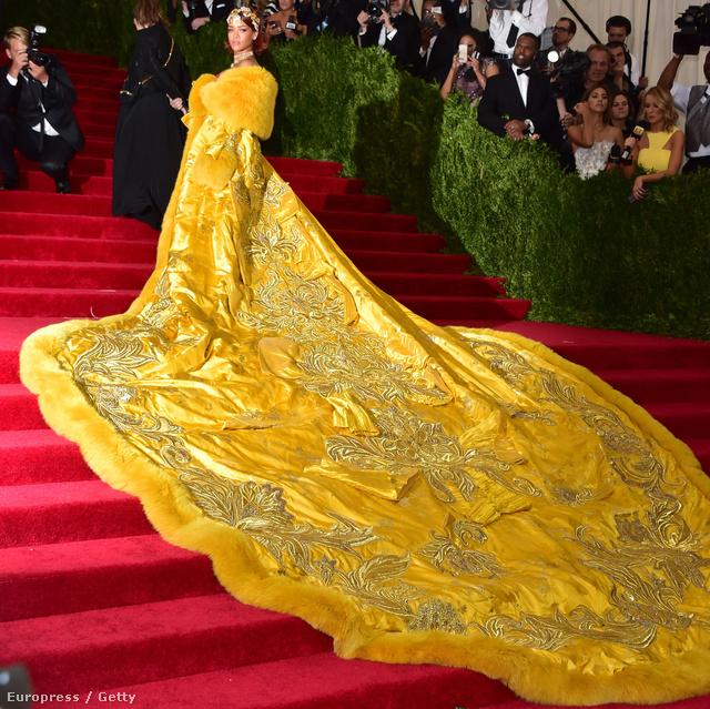 Micsoda ruha!