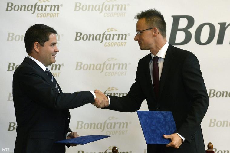Csányi Attila, a Bonafarm Zrt. vezérigazgatója és Szijjártó Péter stratégiai megállapodást írt alá 2014. augusztus 29-én.