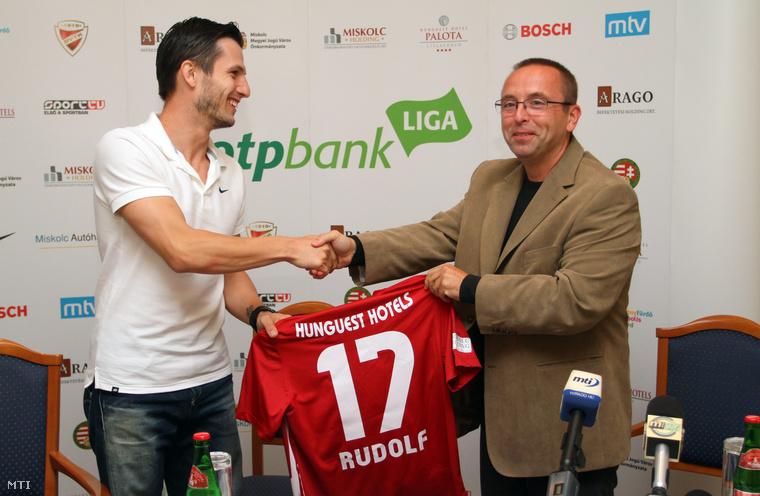 Rudolf Gergely labdarúgó és Leisztinger Tamás, a DVTK többségi tulajdonosa a lillafüredi Hunguest Hotel Palotában tartott sajtótájékoztatón 2012. szeptember 13-án.