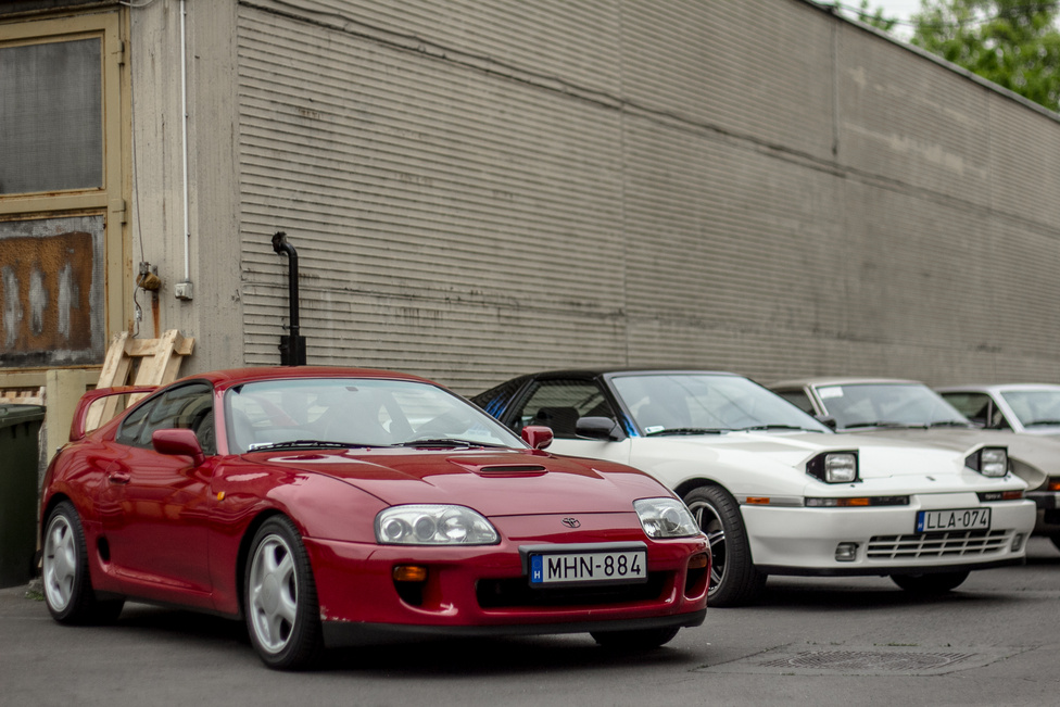 Az első Datsun Pikniken a nagy ellenlábas, a Supra két különböző generációja is becsusszant a Z-k közé.