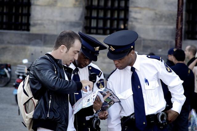 Ha szükséges, bátran forduljunk a rendőrséghez.