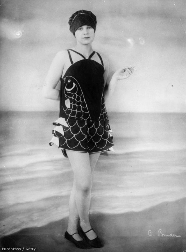 Bizony, 1926-ban még ennyit takartak a fürdőruhák. Persze ettől még nem kellett unalmasnak és visszafogottnak lenniük.