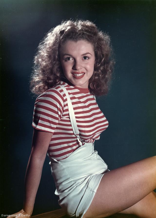 Marilyn Monroe piros-fehér pólóban és forrónadrágban pózolt a kameráknak 1947-ben.