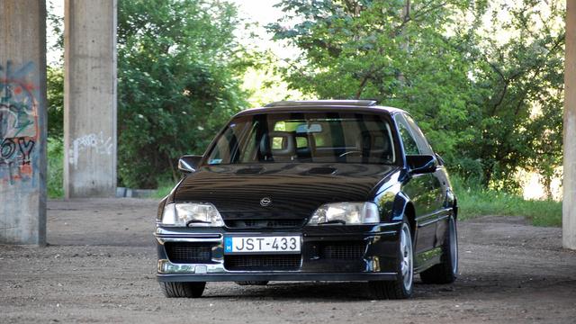Opelnek néz ki spojlerekkel, de nem az