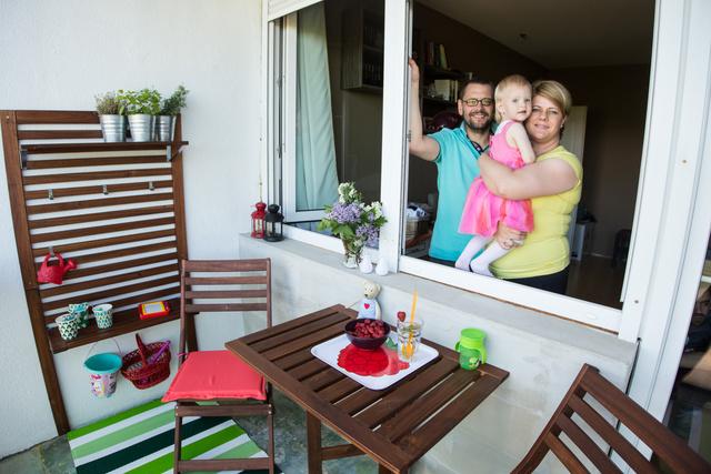 Az erkély összes berendezése 99850 forintba került. Lőrinczék öröme megfizethetetlen.