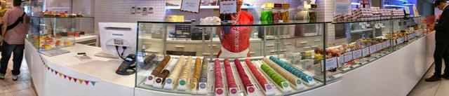 Panorámakép a Sugar shopból - ahol őrjítően színesek a sütik