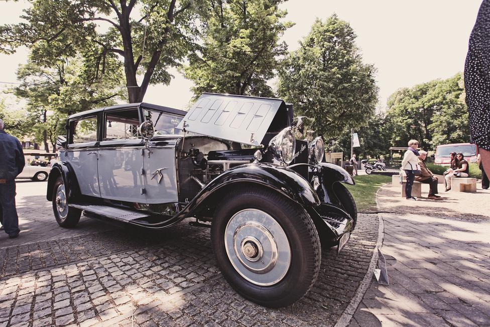 Balatonfüred város különdíját, az ötfős szakmai zsűri, valamint a közönség tetszését is ez az 1922-es Hispano-Suiza H6B nyerte el. A látogatók szavazatai elnyerésében az is szerepet játszhatott, hogy a tulajdonos megengedte a gyerekeknek, hogy beüljenek a közel egymillió eurót érő autóba. A jelenleg osztrák tulajdonú autó korábban Charles Bronsoné volt, aki maga is több rangos díjat begyújtött vele.