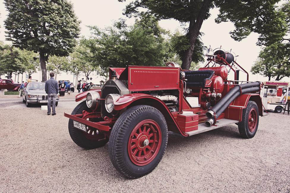 Az 1873-ban alapított American La France 1907-tól egészen tavaly januárig az Egyesült Államok egyik leghíresebb tűzoltóautógyártó cége volt. Kezdetben ők építették a legerősebb tűzoltókat, amelyek képesek voltak 80 km/h-val száguldani. Az itt kiállított példány 1918-ban készült, 14,5 literes sorhatos dübörög az orrában.