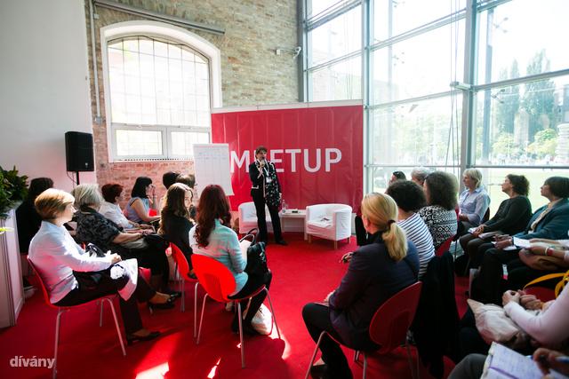 Meetupok, azaz beszélgetések is voltak. Szó volt többek között a modern világ családmodelljeiről, illetve a munkahelyi szolidaritásról a különböző női generációk között.