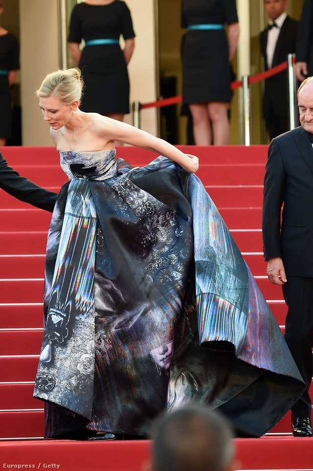 Cate Blanchett Giles Deacon ruhában. Nem halálugrásra készül...