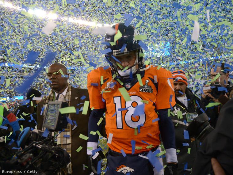 Peyton Manning a Denver Broncos irányítója a 2014-es Super Bowl elvesztése után