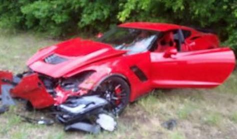 Összetörtek egy új Corvettet, és le is videózták