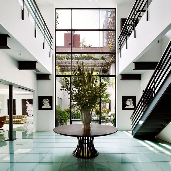 Nemcsak Steve Martin kaliforniai beton villájára csaphat le az interneten, hanem Robert De Niro West Village-ben található lenyűgöző duplex lakására is, amiért jelenleg 39.8 millió dollárt kérnek a piacon.