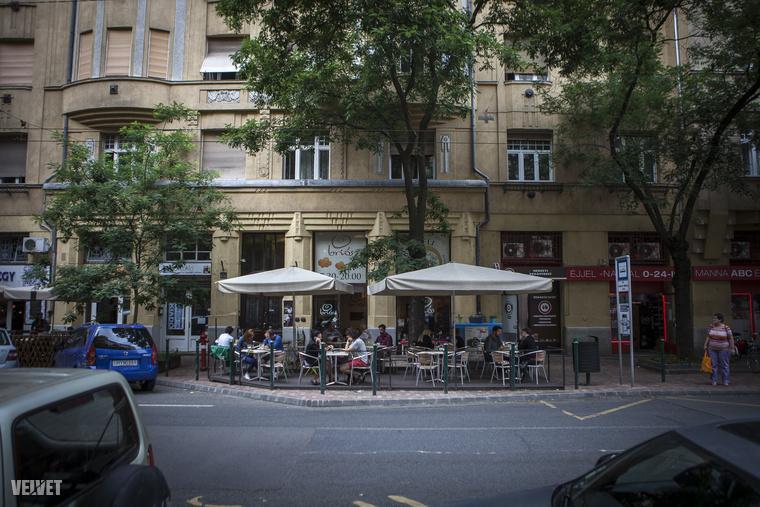A teraszos kávézók, éttermek miatt a Pozsonyi út a turisták kedvence is.