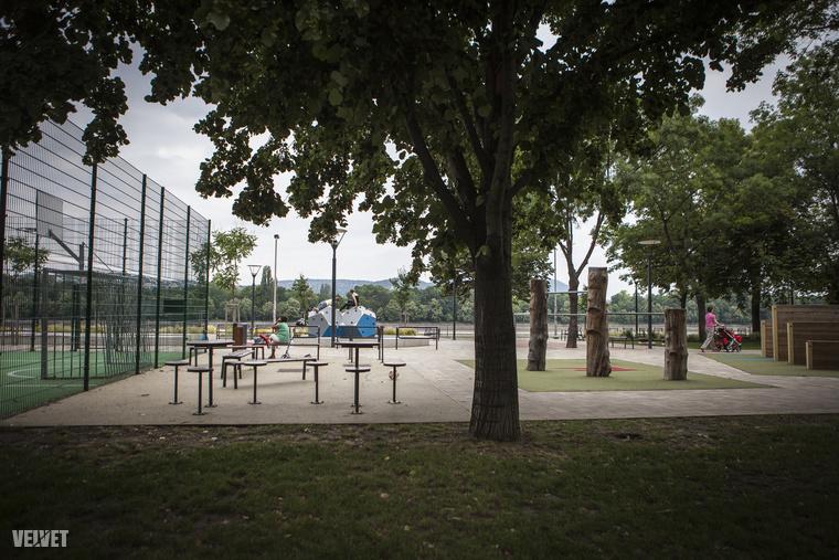 A kevésbé jó és szép dolgokat elhalványítják a parkok, ez a park a Pozsonyi utca legvégén található.