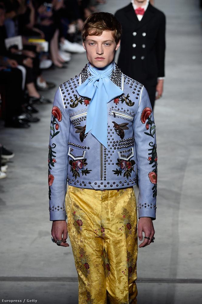 Egyébként inkább a londoni divathét specialitása, hogy nevetségesen ronda göncöket adnak elcsúfított fiúkra, úgy látszik, ezt a szemléletet szeretné meghonosítani a Gucci Milánóban is