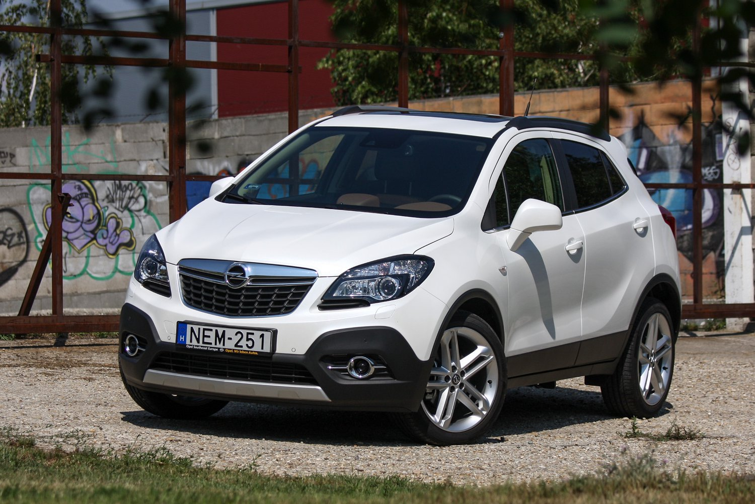 totalcar tesztek opel mokka 1 6 cdti cosmo 2015. Black Bedroom Furniture Sets. Home Design Ideas