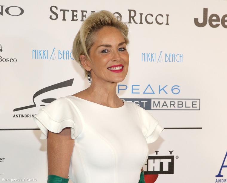 Sharon Stone szeptember 13-án Firenzében járt, ezúttal melltartóban, ami nem szokása.