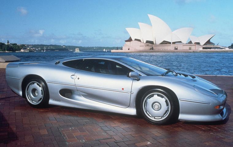 Jaguar XJ220: Mindössze két évig, 1992 és 1994 között gyártotta a V6-os, turbós sportkocsiját, amiből ennyi idő alatt 275 darabot sikerült eladniuk