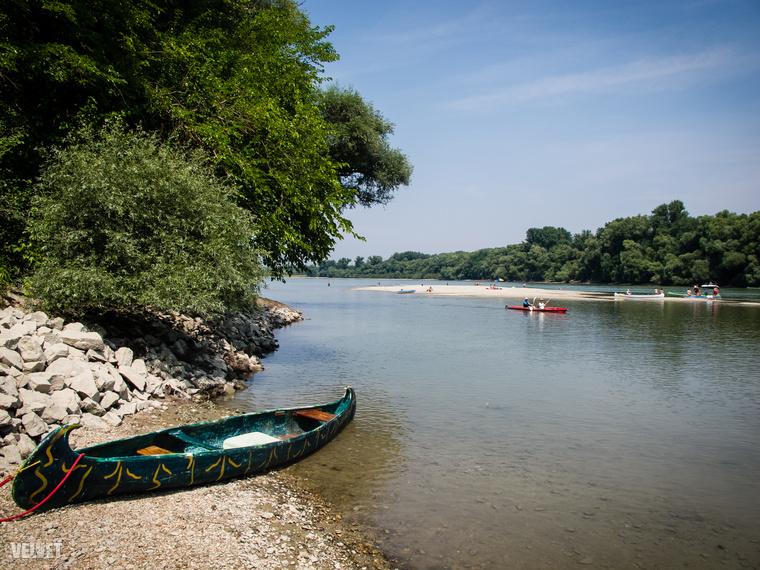 Van lehetőség sétahajókázásra is, akár Szentendréig is el lehet hajózni