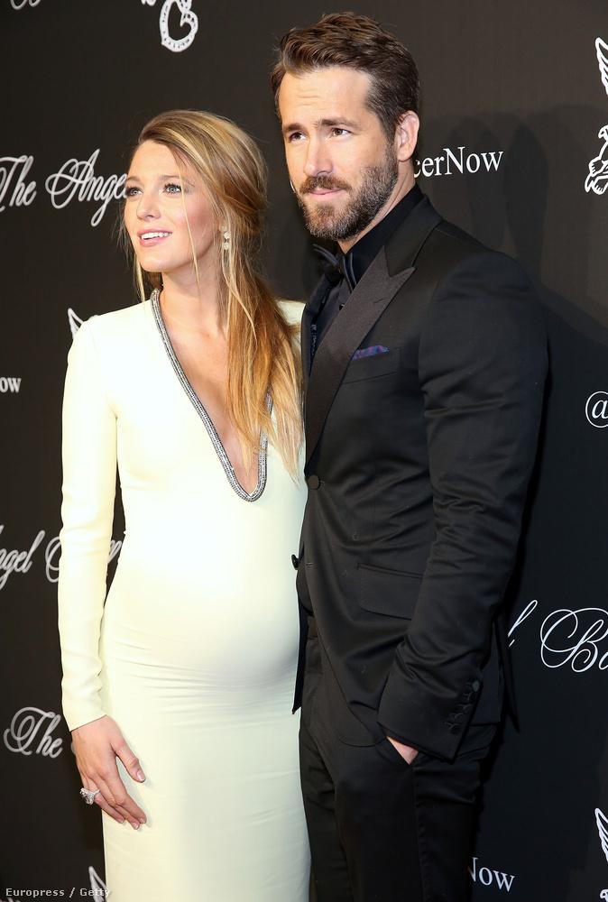 Ryan Reynolds oldalán még a terhes Blake Livelyt láthatja, de januárban megszületett James, aki egyébként kislány