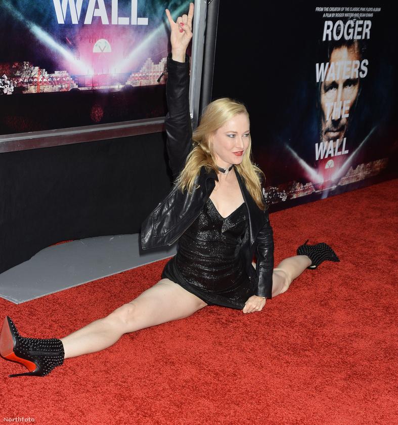 Valószínűleg emlékezetessé akarta tenni a premiert, ezért helyezte magát pozícióba a vörös szőnyegen.