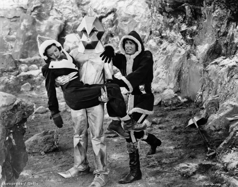 Az év 1940, Flash Gordon nőt ment a gyűrött küllemű idegen lénytől