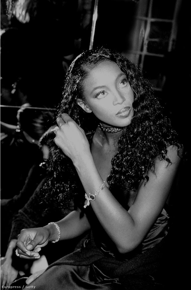 A lassan 30 éve modellkedő Naomi Campbell is részt vett az első show-n.