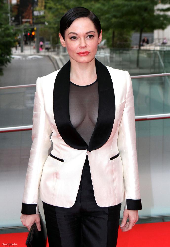 A színésznő a New York City Ballet gálájára érkezett ebben a szettben, amire nagyon pozitívan is az előnytelen a legjobb kifejezés.