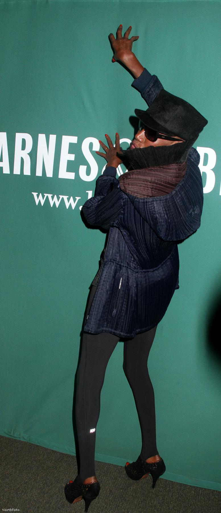 Grace Jones az I'll Never Write My Memoirs című könyvének bemutatóján odatette magát a hírnévért
