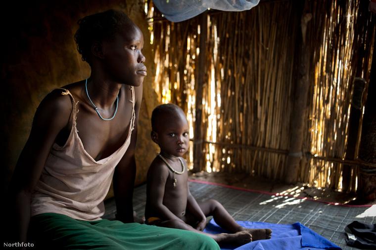 Ariet Obang feleségként és anyaként jár iskolába