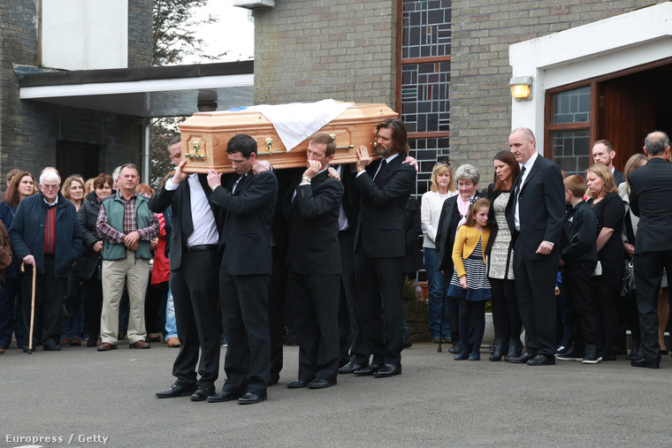 Wihite-ot édesapja mellé temettték Dublinban, ahova a színész egy magángéppel érkezett - írja a Daily Mail