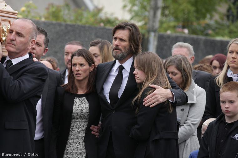 A temetésen Carrey a koporsót is vitte