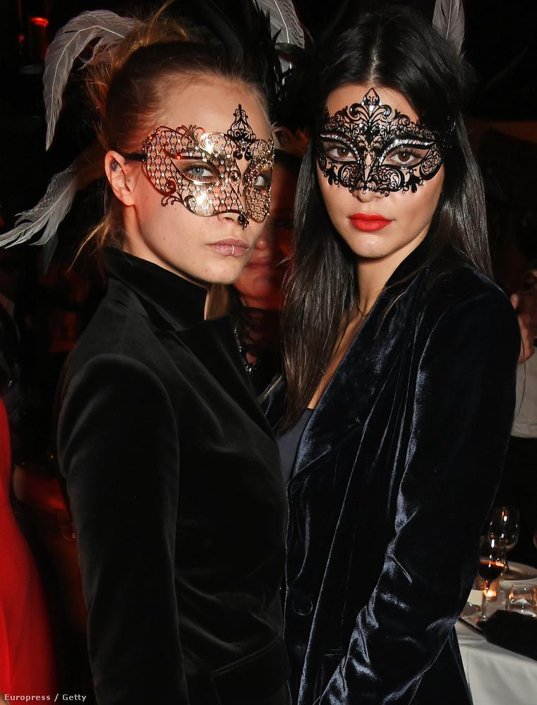 Cara Delevingne és Kendall Jenner elmentek Roberto Cavalli feleségének a szülinapi bulijába