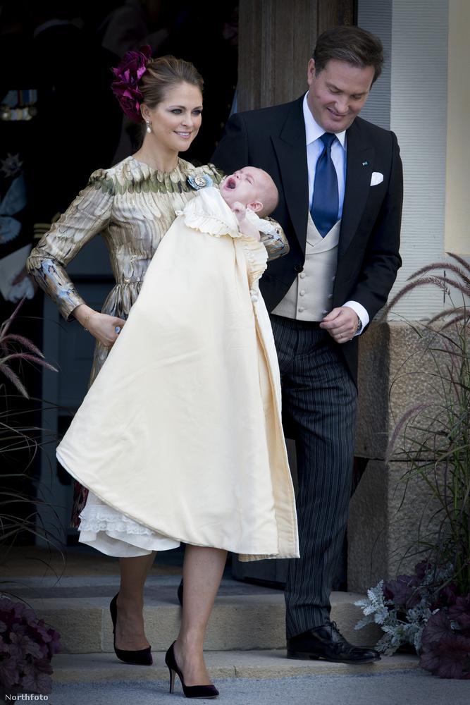 Ráadásul most a svédeknél is nagy esemény volt, megkeresztelték az öröklési sorrendben negyeik hercegnő, Magdolna svéd királyi hercegnő második gyerekét.