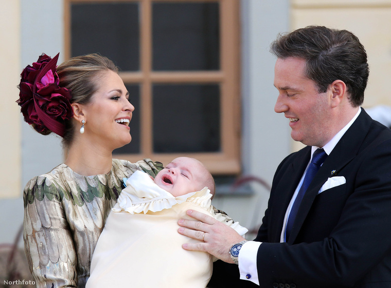 A cukiságversenyt most nem indítanánk el, hogy a svéd Nicolas Paul Gustaf, vagy a brit Charlotte Elizabeth Diana-e a cukibb, maradjunk annyiban, hogy mindenki nagyon cuki, és hogy remek fotók készülnek az uralkodóházak tagjairól.